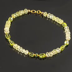 Prasiolite bracelet with Olivine and Emerald about 0.37 carat weight   – Length 21 cm, 18kt/750 yellow gold clasp