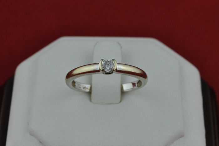 Diamond Solitaire Engagement Ring (+/-0.10CT H-I/VS) set on 18K White Gold  - Size 55,56 *Re-sizable