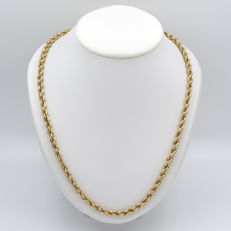Solomonic cord chain in 18 kt yellow gold.