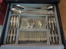 150 grams silver plated cutlery Christofle, 77 pieces - In an original case with 2 drawers.