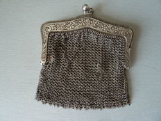 Lovely small purse in hallmarked solid silver, France, circa 1850/1870