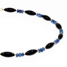18k/750 yellow gold necklace with onyx and kyanite - Length, 50 cm.