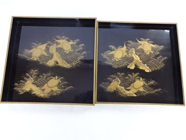 Two excellent large lacquer tray with turtle decoration - Japan - Late 19th century (Meiji period)