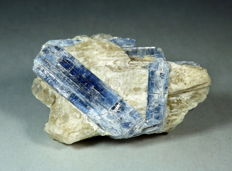 Kyanite on Quartz Matrix - 60 x 40 x 25 mm - 69.6 gr
