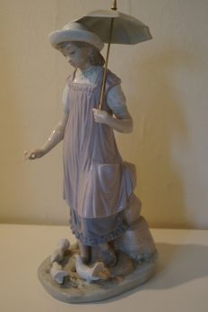 LLADRO figurine, girl with an umbrella, feeding birds