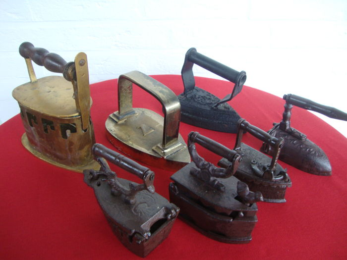 Three very old irons, of which two of brass and one of cast iron, comes with four mini-irons (7x)