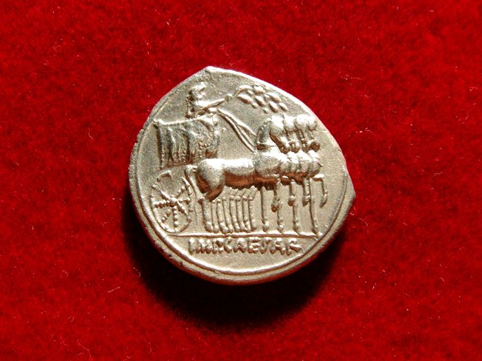 Roman Empire - Octavian silver denarius (3,69 g. 19/20 mm). Italian mint (probably Rome), 30 B.C. Victory on prow / triumphal quadriga. Conmemorative denarius from Actium battle victory.