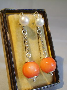 Long coral earrings with white cultured pearls and salmon coral beads