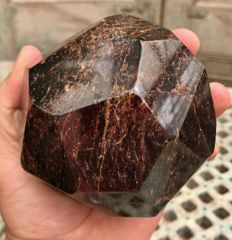 Unusual cut and polished Garnet tumble - 9.4 x 8.8 2 kg