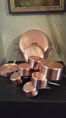 Kitchen set of 9 pieces and 6 pots, 1 pan with lid, 1 jam pot, 1 tinned copper stew pot, solid brass handle