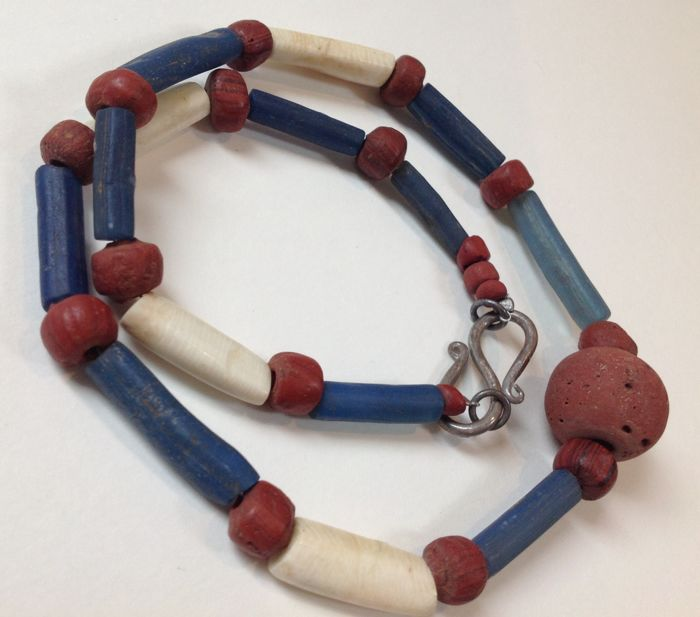 Necklace of ancient Indo Pacific trade wind beads, - 52cm; 38gm