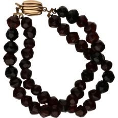 14 kt – Yellow gold bracelet consisting of two strands of garnets – Length: 19 cm