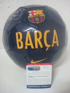 Original soccer ball NIKE from F.C BARCELONA signed by NEYMAR with PSA / DNA certificate