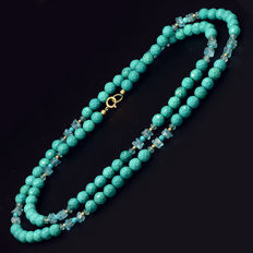 18 kt/750 yellow gold necklace with turquoises and apatite – Length 74 cm.