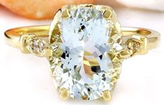 3.70 Carat Aquamarine 14K Solid Yellow Gold Diamond Ring Ring Size: 7 *** Free shipping *** No Reserve *** Free Resizing