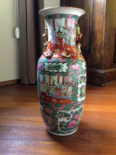 Large porcelain vase with enamels of the pink family - China - from the mid 20th century
