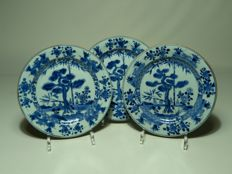 Three beautiful porcelain plates – China – 18th century