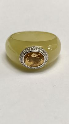 Ring with Citrine and diamonds, 585 / 14 kt white gold. Ring size 58 – 18.5 mm