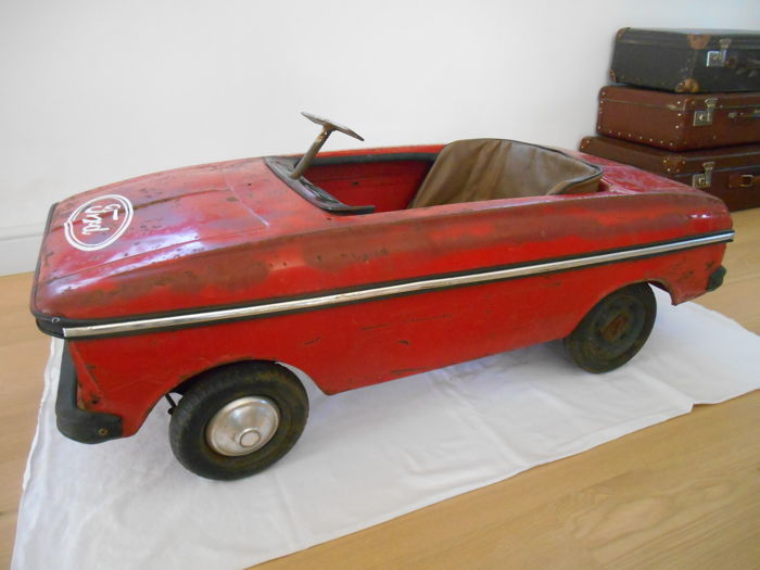 old pedal car from the middle of the 20th century catawiki. Black Bedroom Furniture Sets. Home Design Ideas