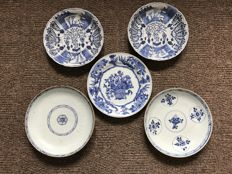 Five blue and white porcelain plate - China - 18th and 19th century