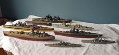 Collection of 8 plastic model war boats - 180 to 400 mm