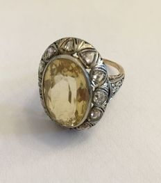 Old 14 kt gold ring with central citrine and diamonds