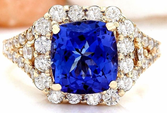 5.08 Carat Tanzanite And Diamond Ring In 14K Solid Yellow Gold - Ring Size: 7  *** free shipping *** no reserve *** free resizing