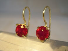 18 kt gold earrings with real natural rubies totalling 3.0 ct