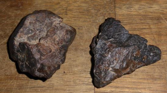Stone Meteorite set NWA , with visible Chondrule and Crust - 53 and 44mm - 76.7gm  (2)
