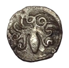 Greek Antiquity - Italy, Sicily, Second Democracy - AR Litra (11mm; 0,53g.) - Syracuse mint, struck 466-460 BC - Arethusa / Cuttle-fish  - HGC 2, 1375; SNG ANS 137-143