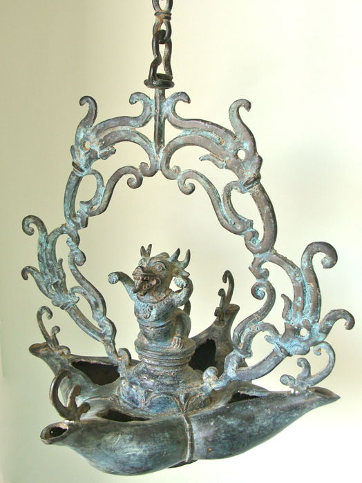 Bronze oil lamp in Hindu-Javanese style - East Java - Indonesia