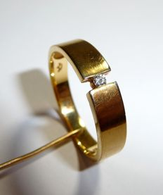 8 kt/333 gold ring with solitaire diamond of 0.04 ct Brilliant cut H/VS RS 59-60, no reserve price