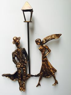 Modern wall decoration, bronze walking couple - France - 1980