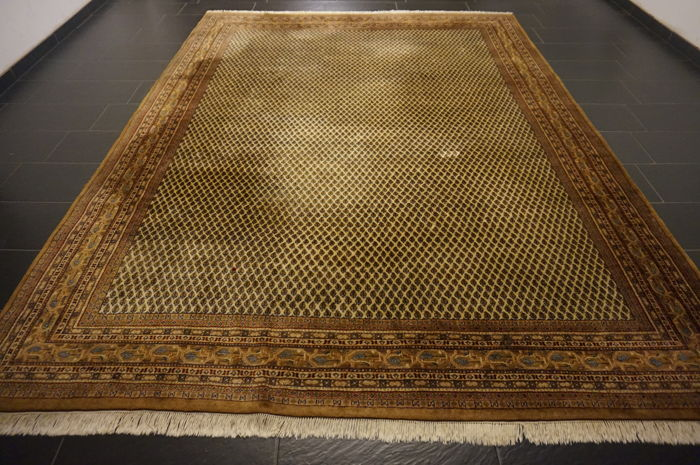 Magnificent hand-woven oriental palace rug, Sarough Mir, 240 x 350 cm, made in India, best highland wool