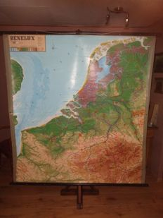 Large school poster of the BeNeLux in relief