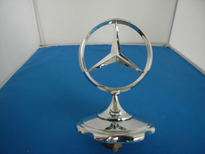 Mercedes-Benz rigid radiator star with rosette approx. 1950. Diameter of star and rosette, both appr. 8cm,
