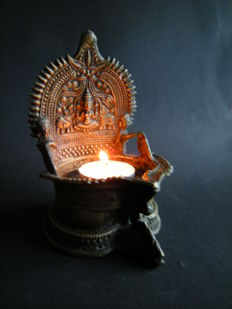 Bronze oillamp on which Lakshmi is depicted - India - 19th century