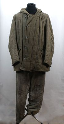 Reversible winter parka in green-white camouflage and green trousers.