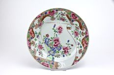 Famille Rose Plate (ex Bonhams) - China - ca. 1750.