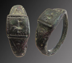 Medieval decorated bronze ring with engraved rooster - 19 mm