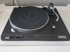 Technics SL-D2 direct drive platenspeler met Technics 270C element