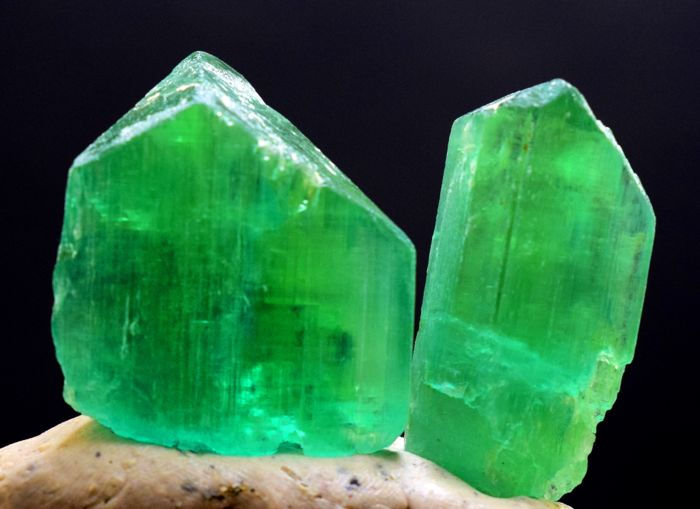 Terminated Lush Green Color Undamaged Kunzite Hiddenite Crystals Pair - 45 gr (2)