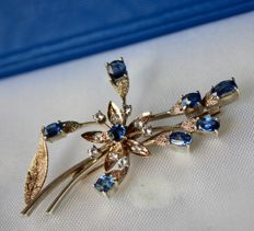 Handcrafted vintage large brooch in flower and leaf design with natural blue and white Sapphires approx. 1.27 ct. total.
