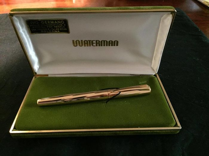 Fountain pen with gold nib