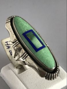 Navajo women's ring – with green turquoise and lapis lazuli