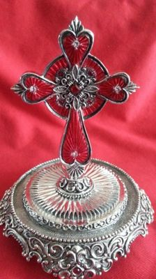 """Franklin mint """"sacred cross"""" with dome pedestal"""