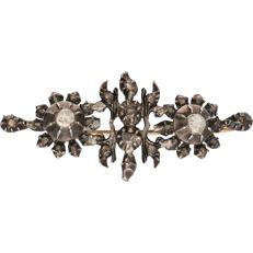 14 kt - Antique silver brooch, set with 30 rose cut diamonds and a yellow gold pin - Length x Width: 4.3 x 1.9 cm