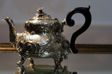 Silver teapot , Georg Hunter, London, 1772