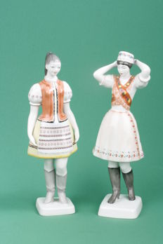 Vintage HOLLOHAZA porcelain figurines - set of 2, hand painted Hungary