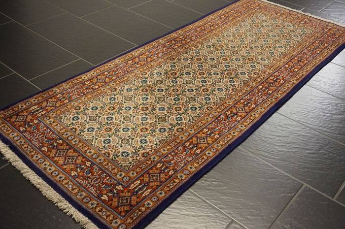 Very beautiful Persian carpet, Moud Mut runner 80 x 200 cm, made in Iran, end of the 20th century.